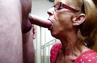 Busty slut sarebbe felice di mettere un grosso cazzo tra le sue tette video casalinghe mature